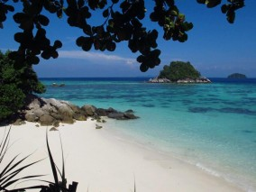 Ko Lipe Diving - Sunrise Beach on Koh Lipe, Thailand