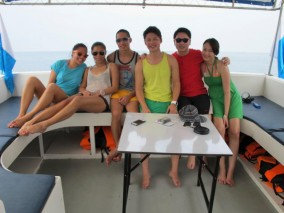 Ko Lipe Diving - Jolyna group of fun divers on boat